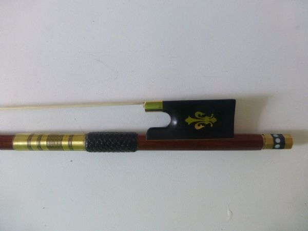PERNAMBUCCO VIOLIN BOW, 4/4, EBONY FROG, 7CT GOLD PLATED FITTINGS, RARE, UK
